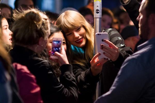 Taylor prekvapila fanúšikov pred Pop up shopom