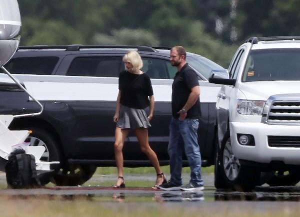 Taylor s Tomom opúšťali Rhode Island v súkromnom lietadle