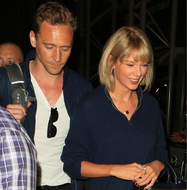 Taylor  a Tom na letisku v Los Angeles