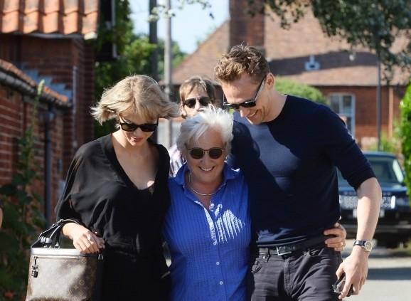 Taylor s Tomom na návšteve Tomovej mamy