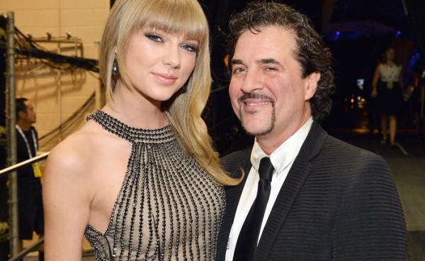 """""""Určite môžete očakávať viac novej hudby od Taylor Swift,"""" tvrdí  Scott Borchett"""
